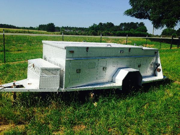 Used Aluminum 8 Stall Dog Trailer